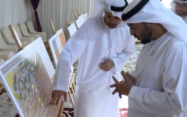 حمدان بن زايد يعتمد موقع مشروع منتجع ليوا السياحي